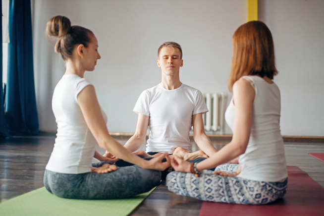 Bodensitzkissen unterstützen bei Meditationsübungen eine bequeme Sitzh