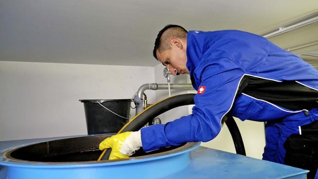 Fachbetriebe übernehmen die Reinigung des Heizöltanks