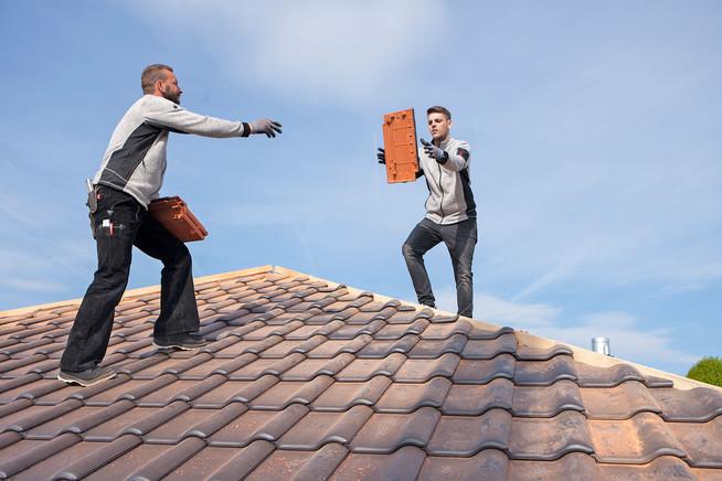 So können Verbraucher geeignete Profis für die Dachsanierung finden