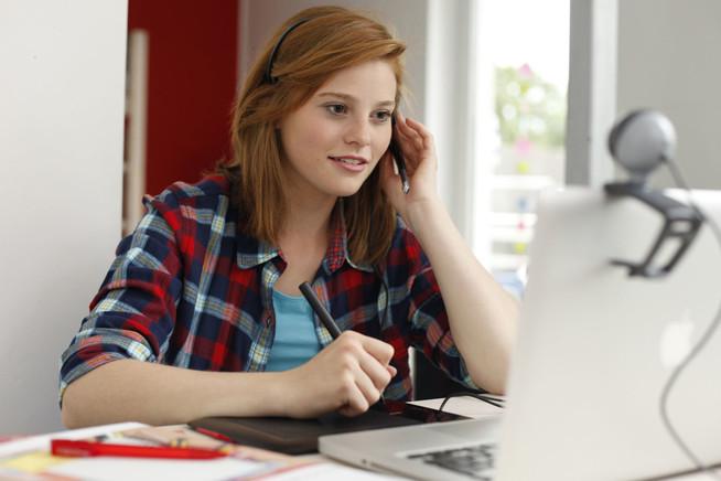 Mit Internet und Smartphone können Schüler an jedem Ort der Welt pauke